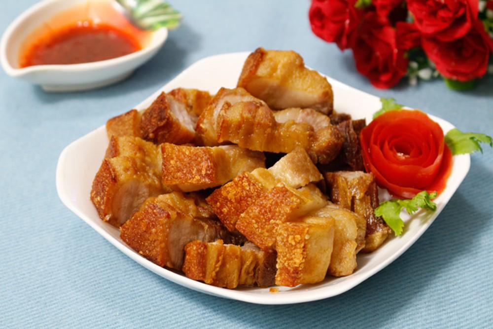 Bạn có thể thay đổi thực đơn bữa cơm hằng ngày bằng món thịt chiên giòn bì