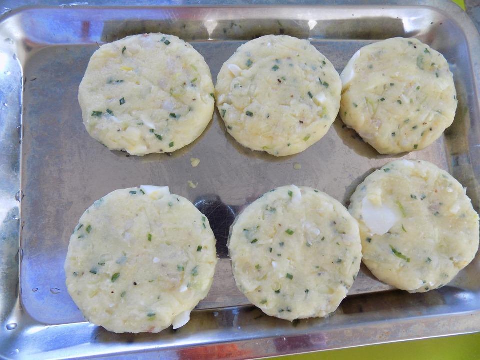 Cuối tuần thảnh thơi làm bánh tôm chiên xù thơm ngon cực hấp dẫn - 6