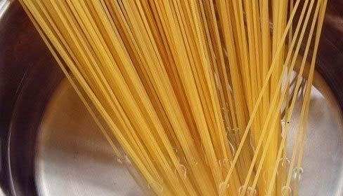 Luộc sợi mỳ Spaghetti