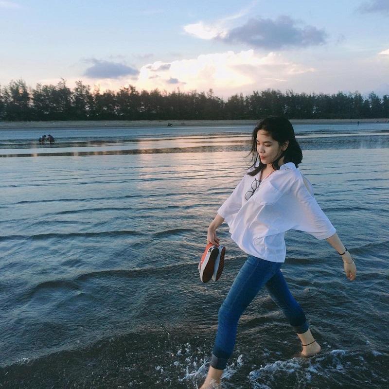 Dừng chân tại bãi biển để ngắm bình minh