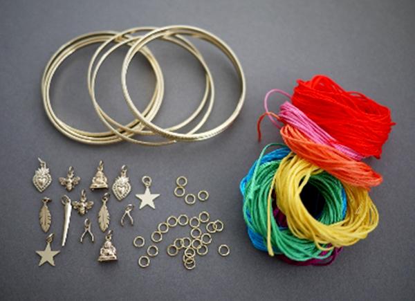 voh.com.vn-3-cach-lam-vong-tay-handmade-de-nhu-an-keo-ngay-tai-nha-6