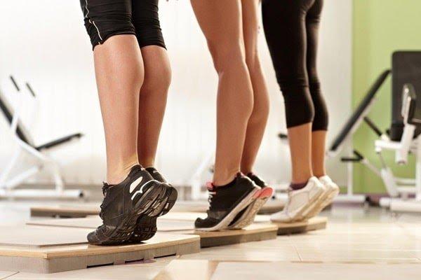 Bài tập nhón chân khắc phục tình trạng chân vòng kiềng
