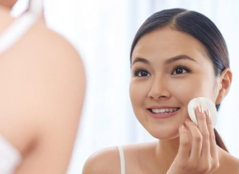 sữa rửa mặt trị mụn ẩn cho da dầu