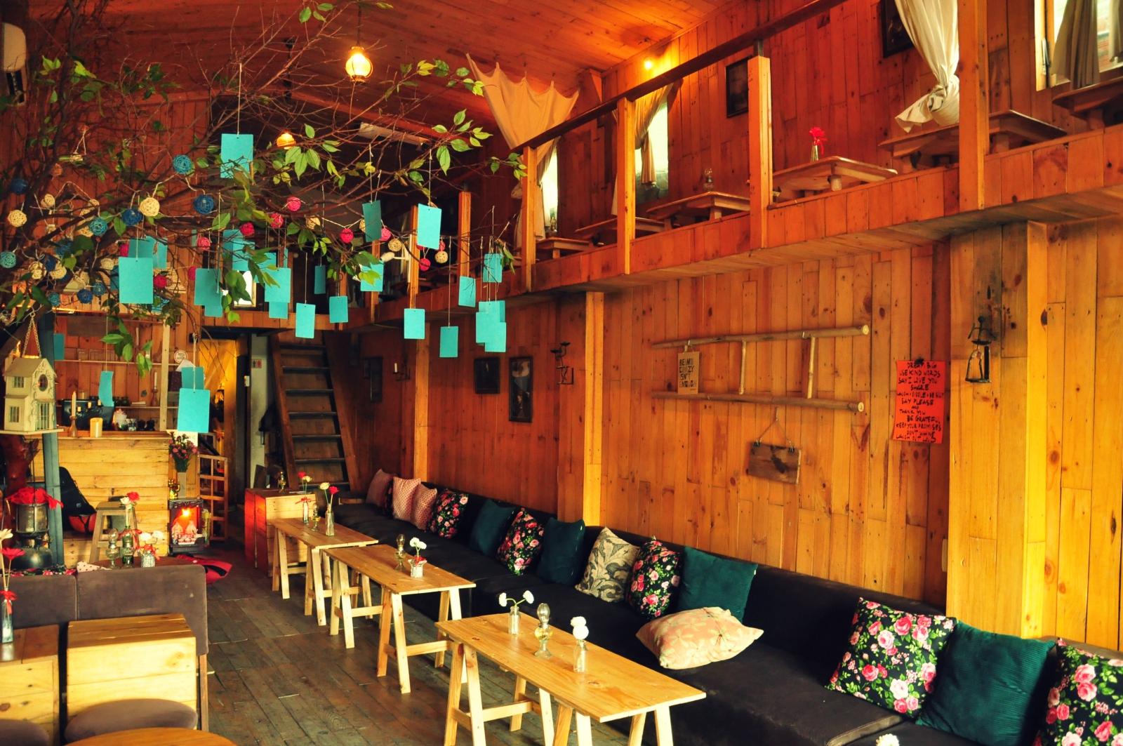Khám phá quán café hát mộc khiến giới trẻ Sài thành thích thú