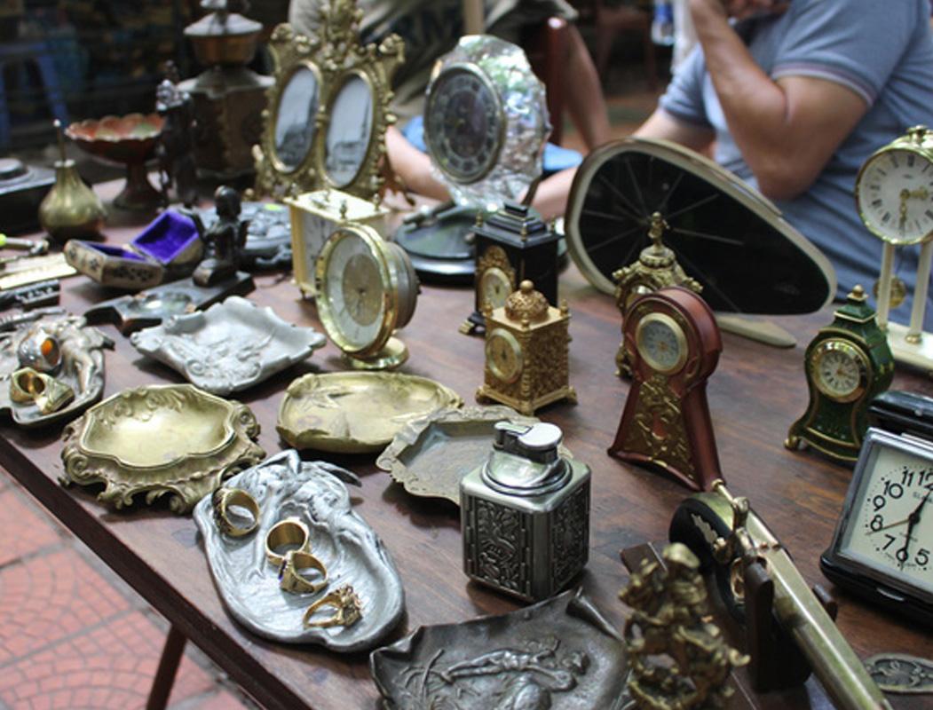 Dân mê đồ cổ nhất định không thể bỏ qua 5 chợ đồ cổ nổi tiếng nhất Hà Nội