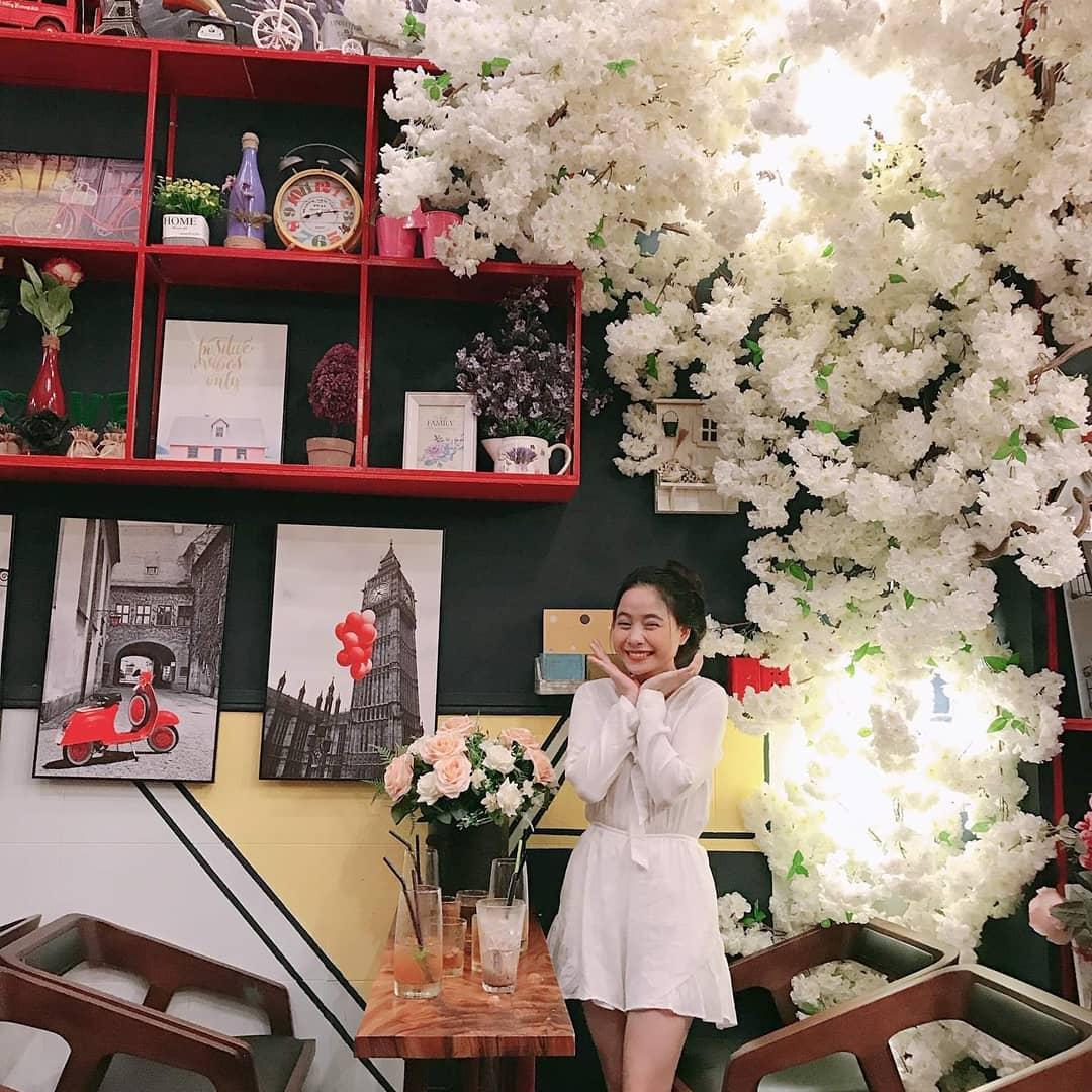 Lại mà xem NGÔI NHÀ HOA HỒNG đẹp mộng mơ ngay tại Sài Gòn