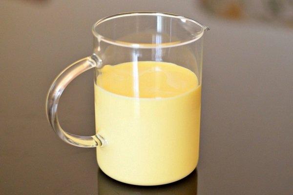 Sữa non có màu gì và những điều cần biết về sữa non